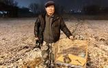 江蘇連雲港:68歲老人精心救助受傷雀鷹,餵養兩天後山林放生