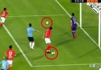 中超爭議進球:哈姆西克射門時場內竟有兩顆球,這粒進球有效嗎?你怎麼看?
