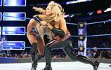 WWE美女誓多公文包,女皇夏洛特力戰娜塔莉亞,挫強敵!