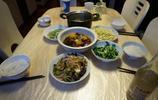 普通四口之家的晚飯,媳婦做了5道家常菜,一家人吃得開開心心!