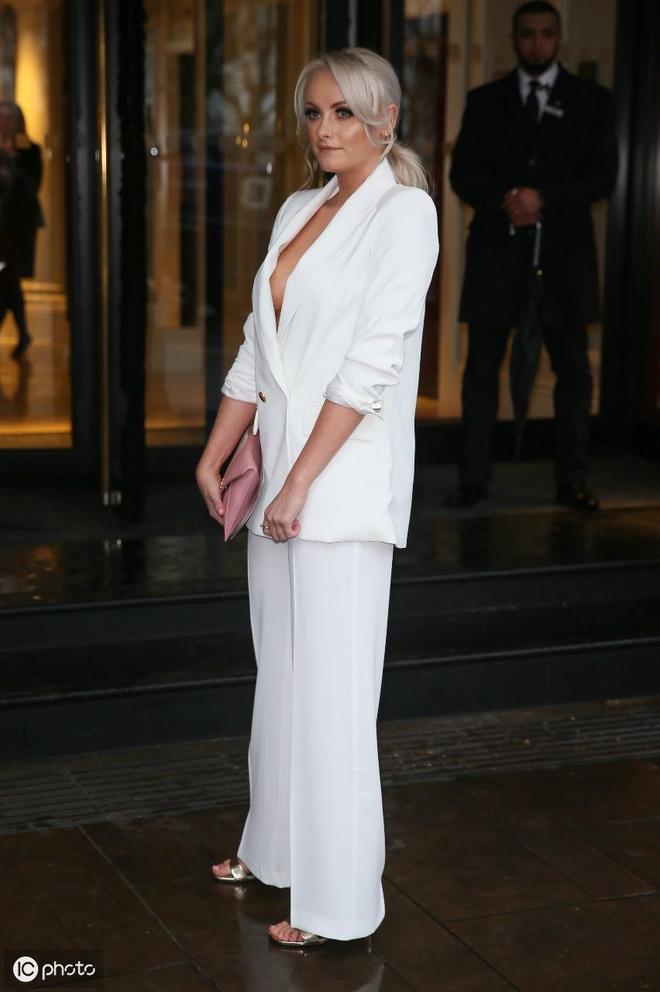 在倫敦格羅夫納大廈舉行的50週年TRIC獎頒獎典禮:凱蒂·麥格林恩
