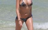 國外名模海灘中玩耍,高顏值的她小編表示:已轉粉!