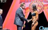 俄羅斯籍世界健美小姐冠軍volkowa,施瓦辛格親自為她頒獎
