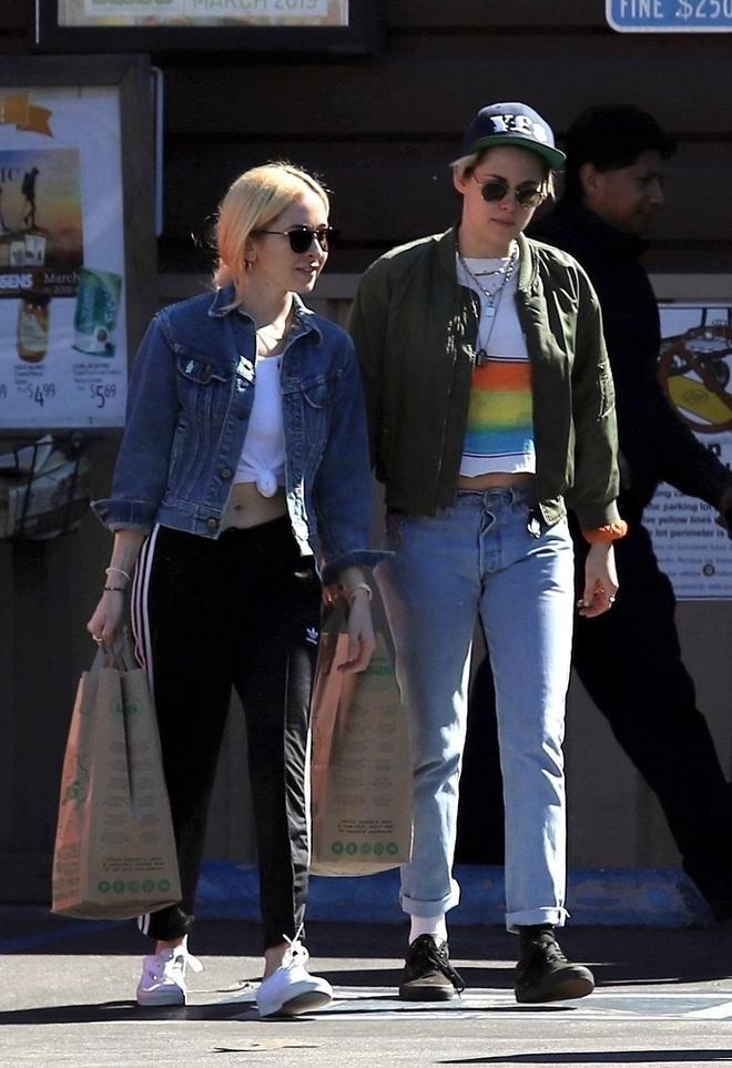 克里斯汀素顏外出購物,穿搭低調休閒,網友:這腿咋變粗了