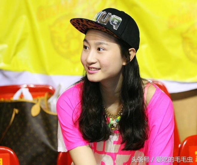 著名籃球運動員周鵬的嬌妻—劉美