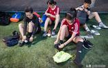 高顏值女子業餘球隊球技出眾,男粉絲排隊約戰卻輸多勝少