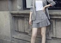 優雅知性的職場穿搭,格紋西裝外套氣質優雅,魚尾裙更有女人味