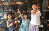 彭佳慧晒照:雙胞胎女兒與兒子搞怪亮相 母親節快樂!
