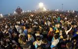 國慶68週年 近10萬名群眾在天安門廣場觀看升旗