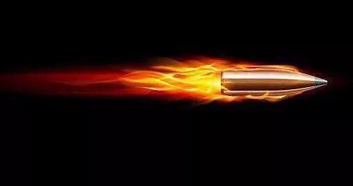 子彈飛出去的動力強大,甚至可以打穿厚鋼板,可是為什麼彈藥爆炸時炸不碎銅彈殼呢?