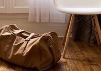 妻子總是隨身帶個揹包,那天偷偷打開看後,他意識到一件可怕事