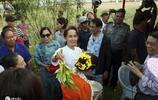 在水的祝福中慶祝新年!昂山素季出席緬甸潑水節活動