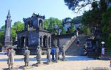 實拍越南最後一座皇帝陵,建築中西合璧,大量使用漢字做裝飾