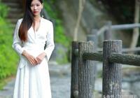 攝影:小東江上拍人像,一襲白裙傲為人!