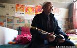 102歲老人有4個孩子,養老辦法很有意思,去誰家都要帶一樣東西