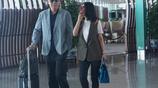 49歲陳紅與65歲陳凱歌現身機場,陳紅花式擋臉惹網友熱議