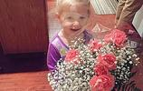 幾歲女孩被送花,送花人將她寵成公主,卻被網友炮轟