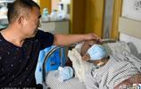 老人挨村挨戶向600戶村民籌錢救子,兒子落淚:爸,我不治了!