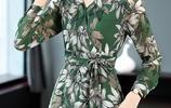 """馬上五一,天越來越熱,建議穿這""""碎花連衣裙,美得閃耀動人"""