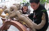 農民撿到一塊好看奇石,很像一條中國龍,別人出5萬不肯賣走