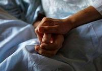 """爺爺躺在病榻上獨自掙扎,家人宣稱""""死亡對他是一種解脫""""。原來我們從未學過該如何告別"""