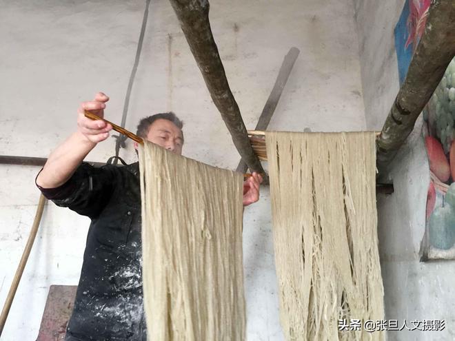 山西農村49歲漢子一家幾輩人專做這個 掙辛苦錢供三孩子上了大學