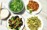 週末一家一起吃午餐,媽媽做了三菜一湯,好看好吃又營養,吃的嗨