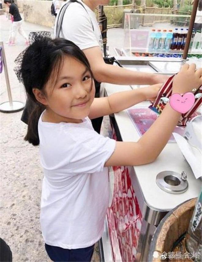 李湘近日晒出女兒王詩齡近照,瘦出錐子臉,網友:瘦了好漂亮啊!
