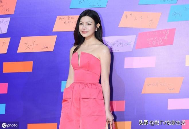 """外型甜美優雅的""""陳妍希"""",憑藉清新、率真的形象贏得觀眾喜愛"""