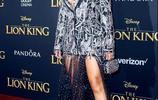 碧昂絲閃亮出席《獅子王》首映禮,母女齊上陣紅毯變親子裝秀