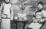 老照片:舊社會琴棋書畫樣樣精通的青樓女子
