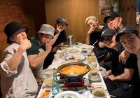 EXO全團七成員私下聚餐 為即將入伍的都暻秀餞行