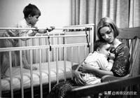 50年前的老照片 看看那時候母親與孩子的親密關係