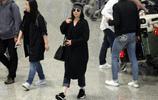 劉嘉玲素顏現身機場 獲媽媽接機邊走邊聊 網友:年齡大了還是化化妝在出門吧