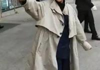 60歲倪萍現身大學校園尖下巴搶鏡,瘦出新高度!8個月像換了個人