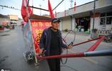 山東46歲男子放棄生意,徒步拉車去西藏,52天走2800裡磨破2雙鞋