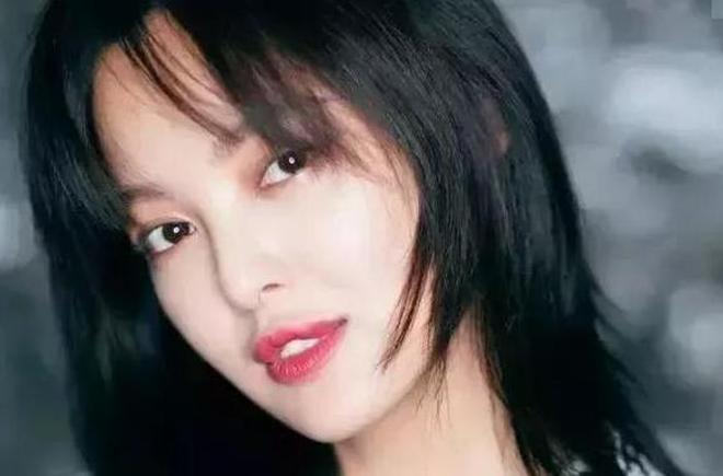 為什麼很多人說辛芷蕾是美女?看看她和路人的合照你就懂了
