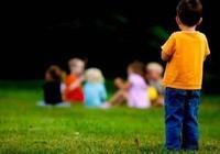 孩子出現這些反常表現,可能是被自閉症困住了,2歲前最容易擺脫