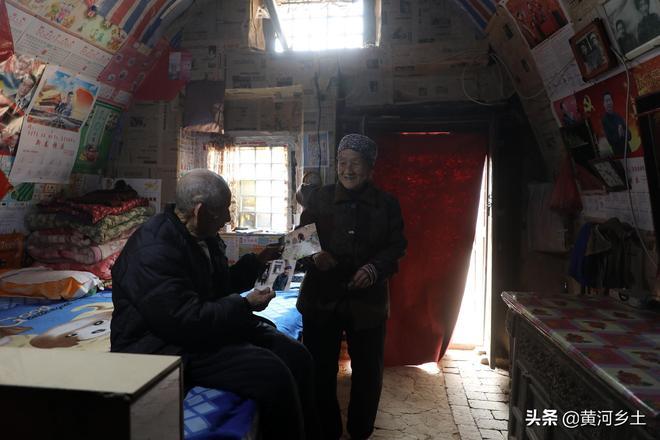 """山西農村8旬老夫妻""""廝守""""百年地坑院,看他們活成啥樣子"""