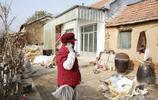 63歲農村大娘為身體想妙招,幹一天活掙5元錢,為大娘勤勞點贊
