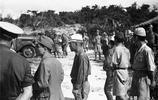 日軍俘虜老照片:圖1美軍看管20多名戰俘,圖3日軍全是矮個子!