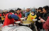 古塔廟會免費午餐供9天 蘿蔔白菜面片湯吃著暖胃暖心