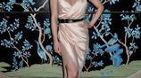 喬琪·波特著香檳色裙裝散發十足女人味,對鏡凹造型優雅搶眼