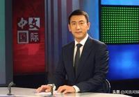 氣質儒雅的央視主持人,娶小6歲美女為妻,如今47歲婚姻很幸福