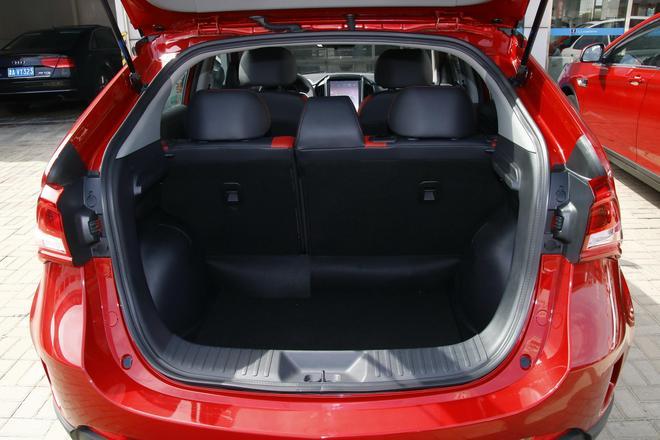 內飾中控大屏是亮點 全新納智捷U5 SUV到店實拍