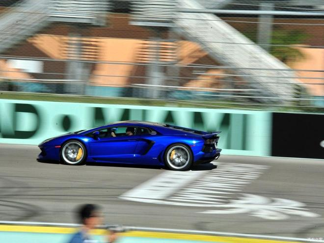 Aventador 2013款LP700-4Roadster