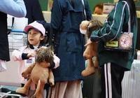 李小璐與女兒現身,甜馨的褲子卻引起了注意!網友:中國好媽媽!