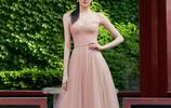 關曉彤拍攝一組宣傳美照,身著一襲裸色紗裙靚麗動人