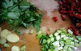 10分鐘輕鬆搞定香菜紅辣椒炒花蛤,鮮美到光盤添殼