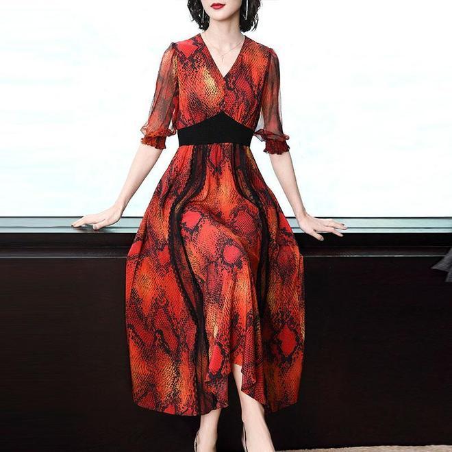 女人過40歲就喪失美麗?成熟女人這樣穿嫵媚十足,殺傷力巨大